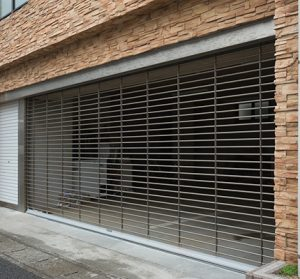 Commercial building garage